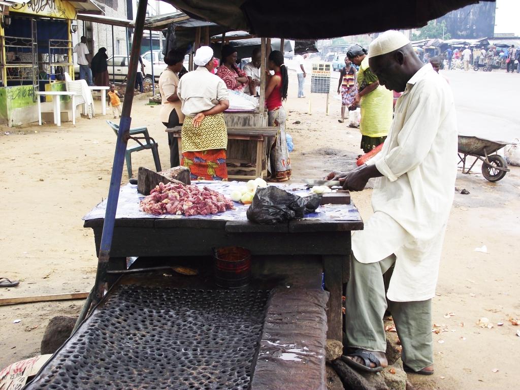 Locally made beef stew sold in Bagnon market at Yopougon, Abidjan, Côte d'Ivoire (photo credit: ILRI/Valentin Bognan Koné).