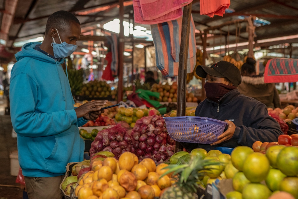 Market place in Kenya (photo credit: World Bank/Sambrian Mbaabu).